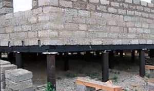 Дом из газобетона на винтовых сваях