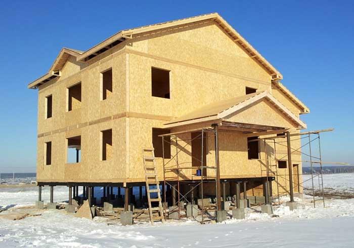 Строительство дома из SIP — панелей на винтовых сваях